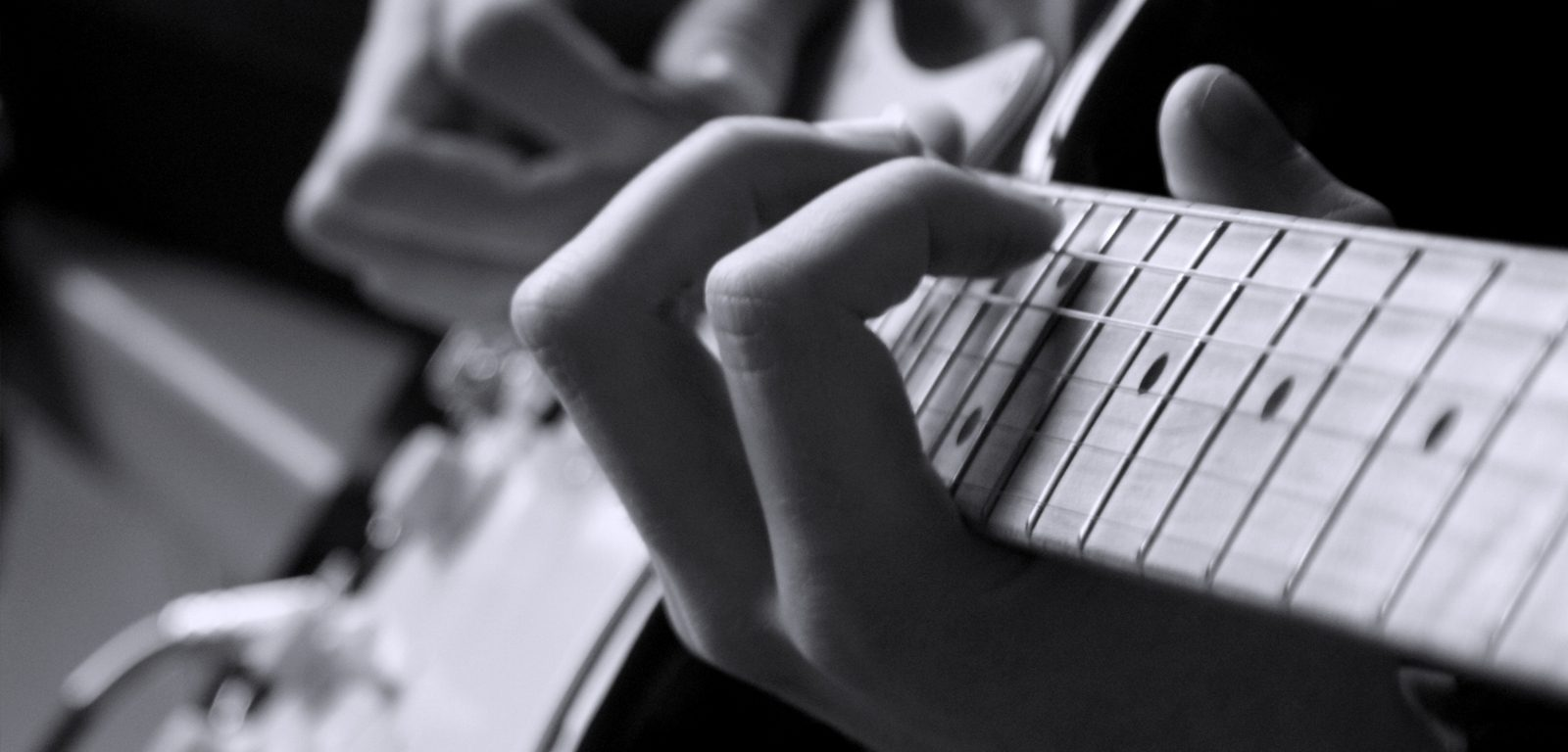 playing-guitar_1600